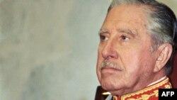 Бывший президент Чили Аугусто Пиночет. Сантьяго, 11 марта 1990 года.
