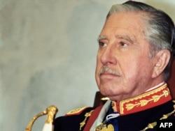 Аугусто Пиночет на инаугурации нового президента Чили Патрисио Эйлвина. 11 марта 1990 года