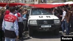 Monitoruesit e parë të OKB-së gjatë vizitës në qytetin Homs