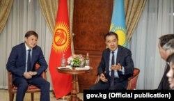 Сапар Исаков жана Бахытжан Сагинтаев.