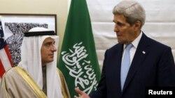 АҚШ мемлекеттік хатшысы Джон Керри Сауд Арабиясының сыртқы істер министрі Абдель әл-Джубейрмен кездесуде. Лондон, 14 қаңтар 2016 жыл.
