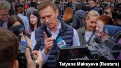 """Рускиот опозициски лидер Алексеј Навални ги започна протестите на 5 мај под слоганот """"Тој не е нашиот цар."""""""