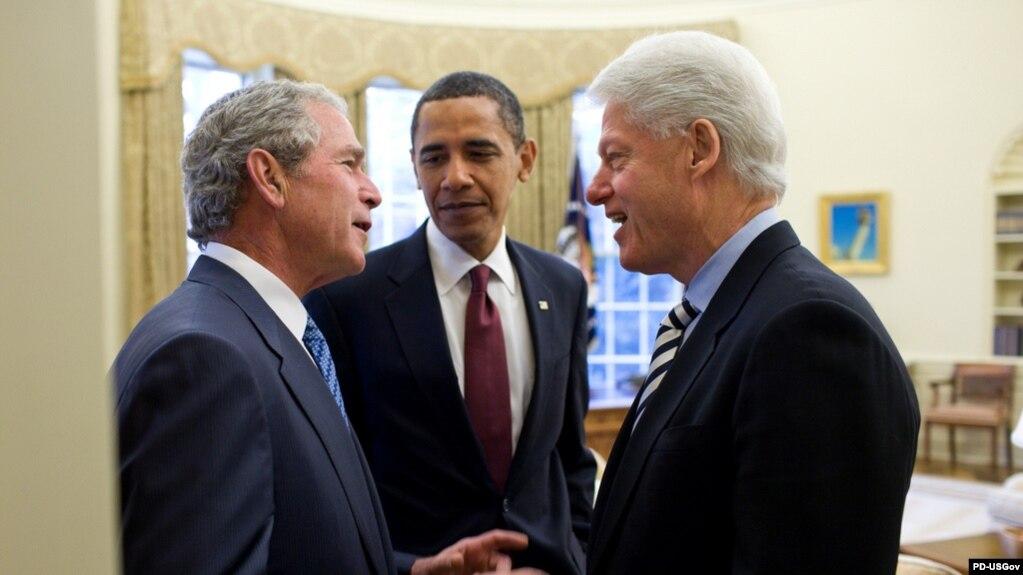 بیل کلینتون (راست) باراک اوباما (وسط) و جرج بوش در کاخ سفید