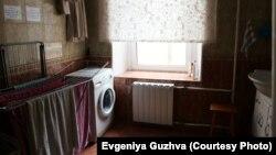 Общая прачечная, она же душевая, в московском хостеле