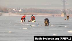 На «Донецькому морі» – багато рибалок