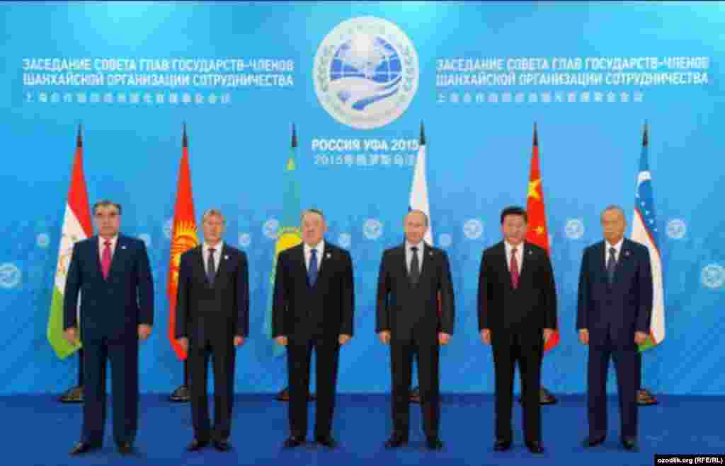 Отредактированная фотография лидеров Китая и Узбекистана