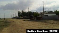 Одна из улиц в селе Корганбай. 8 июля 2014 года.