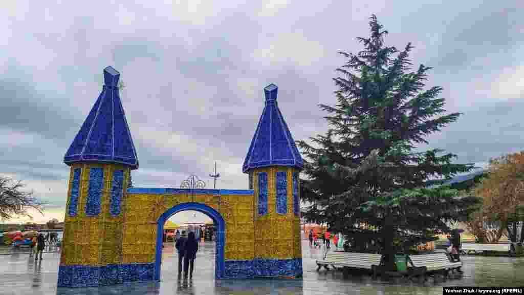 Ворота в сказочный новогодний городок