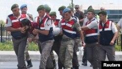 Haldun Gulmez, vojnik optužen za pokušaj ubistva Erdogan u noći puča, donesen je na sud u Mugli, July 17. jula 2017.