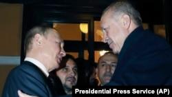 Ռուսաստանի նախագահ Վլադիմիր Պուտինը և Թուրքիայի նախագահ Ռեջեփ Էրդողանը բանակցություններից ու համատեղ ասուլիսից հետո, Մոսկվա, 5-ը մարտի, 2020թ.