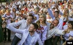 Під час відзначення Дня вишиванки у центрі Києва, 21 травня 2015 року