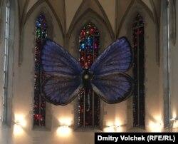 Голубянка, любимая бабочка Набокова, заменила распятие в храме