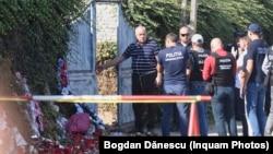 Gheorghe Dincă intră în curtea sa din Caracal, unde este acuzat că a ucis-o pe Alexandra Măceșanu.