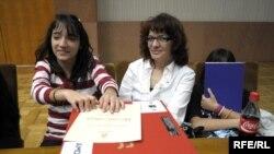 Ministarstvo za ljudska i manjinska prava je poklonilo 40 laptop računara najboljim romskim učenicima, Beograd, 08. april 2010.