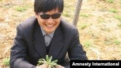 Қытай диссиденті Чэн Гуанчен.