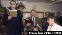 Cвидетели Иеговы на воскресном конгрессе (молебен) (архивное фото)