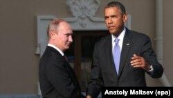 Բարաք Օբաման և Վլադիմիր Պուտինը ողջունում են միմյանց Սանկտ Պետերբուրգում Մեծ քսանյակի հանդիպման շրջանակներում, 5-ը սեպտեմբերի, 2013թ․