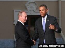 Predsjednik Vladimir Putin (lijevo) predsjednik Barack Obama razgovaraju na samitu G20 u Sankt Peterburgu 2013.