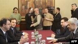Glavni tužilac Haškog tribunala Serge Brammertz u razgovoru sa predsednikom Srbije Borisom Tadićem u Beogradu, 17. aprila 2008.