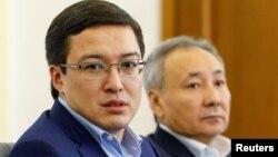 Председатель Национального банка Казахстана Данияр Акишев (слева).