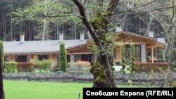 """Неработещата къща за гости в местността Чинар куши до Сандански. Снимката е предоставена от """"Благоевград Нюз""""."""