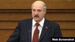 Беларусь президенті Александр Лукашенко парламентте сөйлеп тұр. Минск, 29 сәуір 2015 жыл.