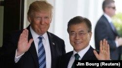 Претседателите на Јужна Кореја и на САД, Мун Џае Ин и Доналд Трамп