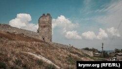 Крепость, военные части и рыбзавод: прогулка по исторической Феодосии (фотогалерея)