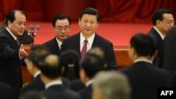 Қытайдың жаңа басшысы Си Цзиньпин (ортада). Пекин, 29 қыркүйек 2012 жыл.