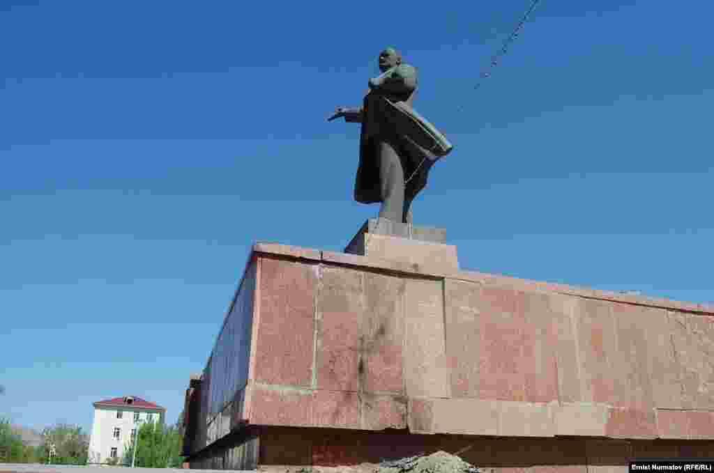 Каныбек Сейитбеков өзүн өрттөгөн жер, Ош шаарынын борбордук аянты.