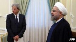 حسن روحانی در کنار پائولو جنتيلونی، وزير امور خارجه ايتاليا در تهران، ۱۴ مرداد
