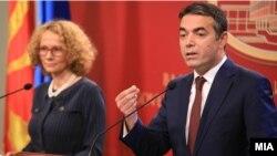 Министрите за одбрана и за надворешни работи Радмила Шекеринска и Никола Димитров