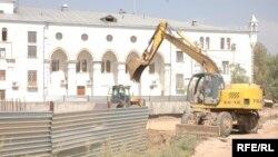 Жители атырауского микрорайона Жилгородок воспринимают этот бульдозер как символ разрушения.