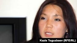 """Активистка организации """"Рух пен тил"""" Инга Иманбай. Алматы, 4 октября 2011 года."""