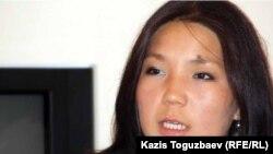 """Активистка организации """"Рух пен тил"""" Инга Иманбаева. Алматы, 4 октября 2011 года."""