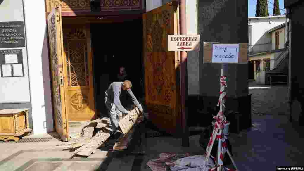 Ремонт храма Всех Крымских Святых и Феодора Стратилата не прекращается даже в выходной день