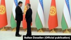Жээнбеков с президентом Узбекистана Шавкатом Мирзииевым во время визита в Ташкент. 13 декабря 2017 года.