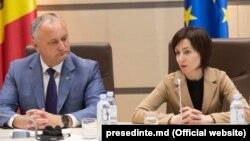 Fostul și actualul președinte al Republicii Moldova, Igor Dodon și Maia Sandu, pe când luptau alături împotriva lui Vladimir Plahotniuc. 12 iunie 2019