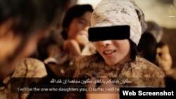 """Скриншот видео из Интернета о детях из Казахстана, обучающихся в лагере группировки """"Исламское государство""""."""