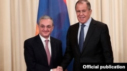 Russia - Foreign Minister Sergey Lavrov (R) meets with his Armenian counterpart Zohrab Mnatsakanian in Moscow, 7 June 2018.