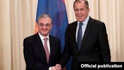 Министр иностранных дел Армении Зограб Мнацаканян (слева) и министр иностранных дел России Сергей Лавров (архив)
