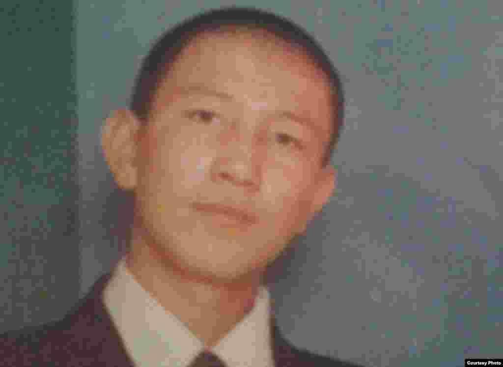 Нурлан Муналбаев был убит 16 декабря 2011 года в городе Жанаозен.