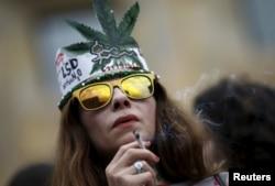 Участница одного из маршей сторонников легализации марихуаны