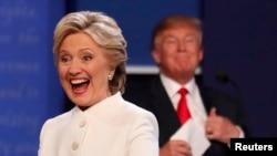 Клинтон и Трамп во время дебатов