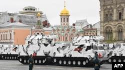 "Protivavionski raketni sistem ""Tor-M2"" na vojnoj paradi u Moskvi"