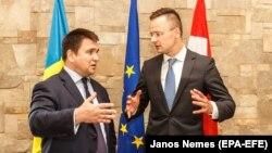 Міністр закордонних справ України Павло Клімкін (л) особисто пояснив мотиви цього рішення угорському колезі Петеру Сійярто