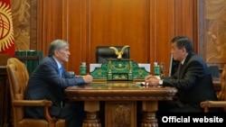 Алмазбек Атамбаев менен Сооронбай Жээнбеков.