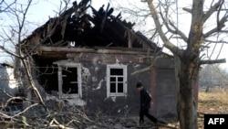 Разрушенный во время обстрела дом в Донецке, 5 ноября 2014 года.