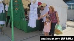 Школьная ярмарка в Ашхабаде (архивное фото)