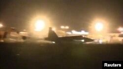 Российский самолёт на авиабазе в Сирии - после посадки